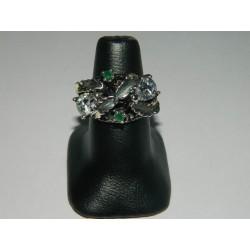 Anillo de 1 zirconias blancas y 2 esmeraldas (piedras preciosas)