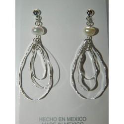 Aretes de gota triple ondulada con perla