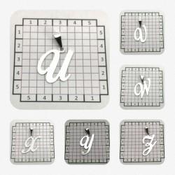 Dijes de letras del abecedario caladas