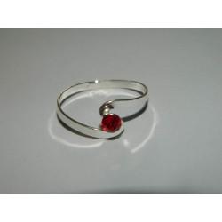Anillo de zirconia roja