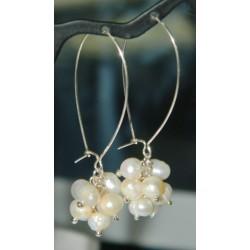 Aretes de racimo de perlas con violador y seguro