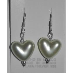 Aretes de corazón - perlas sintéticas y bolita de plata